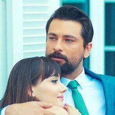 Turkish Women Beautiful, Turkish Men, Turkish Beauty, Turkish Actors, Black Roses Wallpaper, Sad Anime Girl, Celebs, Celebrities, Cool Eyes