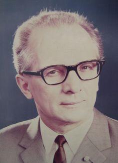 Was ist der Unterschied zwischen Erich Honecker und einem Telefon? - Keiner: Aufhängen, neu wählen