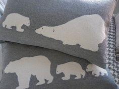 Main imprimé housse de coussin famille d'ours gris