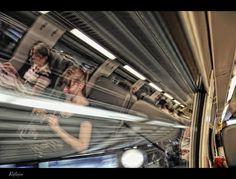 Reflejos en el tren by Mayte Weber