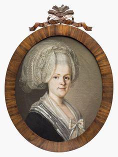 Kyminkartanon kihlakunnan kruununvoudin lääninkamreerin puoliso Anna Maria Backman; (Loviisa 1753 - Heinola 1824). Yllä mahdollisesti Kustaa kolmannen suunnittelema kansallinen ruotsalainen puku. Nils Schillmarkin maalaus. Kansallismuseo. Portrait Pictures, Portraits, Anna, 18th Century, Vintage Antiques, Mona Lisa, Artwork, Women's Fashion