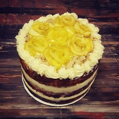 Apple pie topped with Arctic apple rosettes. Love this great cake decorating idea made easier with the Arctic Advantage! Apple Pie Cake, Apple Varieties, Cake Toppings, Rosettes, Arctic, Apples, Make It Simple, Cake Decorating, Cakes