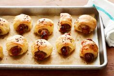 Classic German flavors bring a fresh twist to this classic Pigs in a Blanket. We love the combination of buttery puff pastry with tangy sauerkraut and the subtle heat of mustard. Sauerkraut, Appetizer Dips, Appetizer Recipes, Sausage Appetizers, Hot Appetizers, Snack Recipes, Easy German Recipes, French Recipes, Chicken Schnitzel