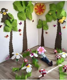 The Completed Paper Mache Tree Project! Kids Crafts, Preschool Crafts, Diy And Crafts, Paper Crafts, Jungle Theme Classroom, Jungle Theme Birthday, Classroom Themes, Jungle Decorations, School Decorations