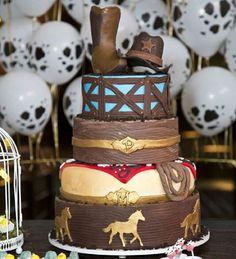 Muito feliz em receber esta imagem da @paulapirozzifotografia! Obrigada @mbaft por compartilhar conosco!!! Topo (bota e chapéu) por @bloompapercraft... Demais!!! #vilaleopoldina #altodalapa #confeitaria #bolodecorado #bolocountry #festacountry #sugarwork #sugarart