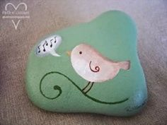 Darling bird painting on a rock! rocks-and-stone-art Pebble Painting, Pebble Art, Stone Painting, Stone Crafts, Rock Crafts, Hand Painted Rocks, Painted Pebbles, Painted Stones, Rock And Pebbles