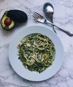 Cremige Avocado Pasta // Einfach & Gesund About Me Blog, Ethnic Recipes, Food, Creamy Avocado Pasta, Health, Simple, Meal, Eten, Meals