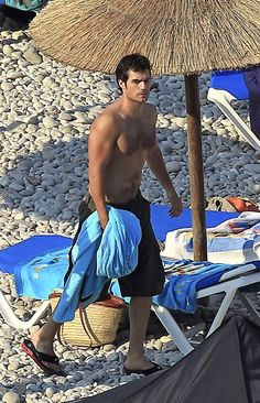 """Henry Cavill Photos - British actor, Henry Cavill gets all wet while filming the upcoming movie """"The Cold Light of Day"""" in which he will star opposite Bruce Willis. - Henry Cavill Films """"The Cold Light of Day"""" Henry Caville, Love Henry, King Henry, The Witcher, Cold Light Of Day, Superman Henry Cavill, Shirtless Hunks, Henry Williams, Le Male"""