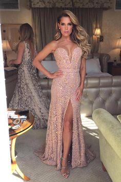 Sylvie met een prachtige jurk die ze droeg naar een feest van de Oscars 2016 Party Gowns, Wedding Party Dresses, Bridal Dresses, Prom Dresses, Formal Dresses, Evening Attire, Evening Dresses, Girls Party Wear, Luxury Dress