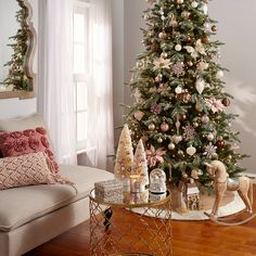O Christmas Tree, O Christmas Tree.  Learn At Home's secrets to the tree buying basics.