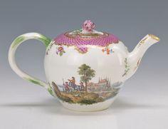Meissen porcelain teapot, 1760-1770.