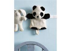 Fixe uma tira de velcro na parede para armazenar brinquedos macios.