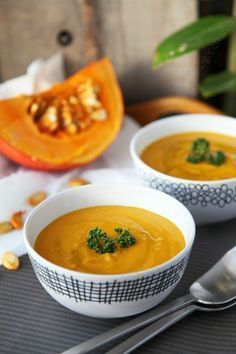 The best velvety (really velvety) pumpkin soup in the world, Soup Recipes, Vegetarian Recipes, Snack Recipes, Dinner Recipes, Cooking Recipes, Healthy Recipes, Pumpkin Soup, Vegan Dinners, Winter Food