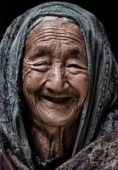 Old lady portrait Beautiful Smile, Beautiful People, Old Faces, Ageless Beauty, Too Faced, People Of The World, Interesting Faces, Happy People, Smile Face