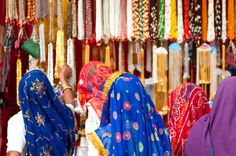 Indian textile market: beautiful colors! - Visit http://asiaexpatguides.com and make the most of your experience in India!