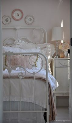 I love the rounded plates above the bed. Nice for smaller spaces above a larger headboard.