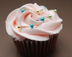 CAKE ON THE BRAIN: GIRLIE CUPCAKES: CHOCOLATE BUTTERMILK CUPCAKES WITH MARSHMALLOW FLUFF FILLING