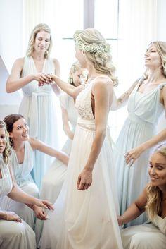 Getting ready mit den Brautjungfern Girls Dresses, Flower Girl Dresses, Lace Wedding, Wedding Dresses, Fashion, Wedding Day, Brides And Bridesmaids, Gown Wedding, Moda