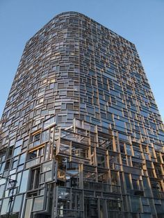 """Jean Nouvel's Machine for Living Jean Nouvel's """"Vision Machine"""" a 23-story residential tower located in the Chelsea neighborhood of Manhattan along the Hudson River."""