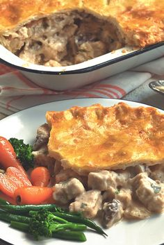 Enjoy a tasty Chicken and Mushroom Pie, meat free and now gluten free, using Quorn Meat Free Chicken Pieces. Sort-out your mid-week dinner meals with Quorn. Quorn Recipes, Veggie Recipes Healthy, Pie Recipes, Gourmet Recipes, Vegetarian Recipes, Savoury Recipes, Easy Recipes, Recipies, Gluten Free Pie