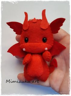 felt dragon Welcome to my store! All my creations are made with love. All work is cut and sewn by hand with high quality felt or fabric and hypoallergenic polyester filling. It is a work o Felt Christmas Ornaments, Christmas Tree, Beaded Ornaments, Snowman Ornaments, Glass Ornaments, Christmas Crafts, Christmas Decorations, Felt Dragon, Game Of Thrones Gifts