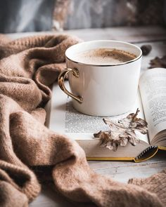 Shared by ℓυηα мι αηgєℓ ♡. Find images and videos about coffee on We Heart It - the app to get lost in what you love. Cozy Aesthetic, Autumn Aesthetic, Brown Aesthetic, Aesthetic Photo, Aesthetic Coffee, Aesthetic Style, Aesthetic Outfit, Coffee And Books, Coffee Love