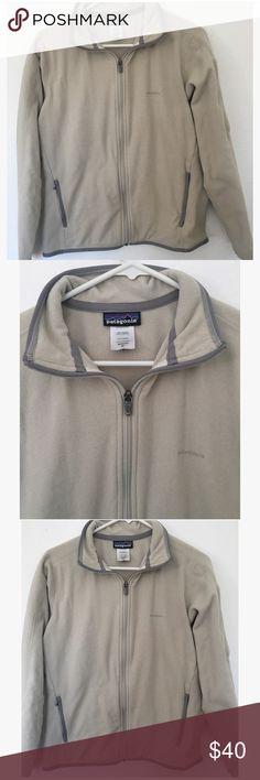 Patagonia women's sweater medium Lightly worn. Cream & grey color. Patagonia Sweaters
