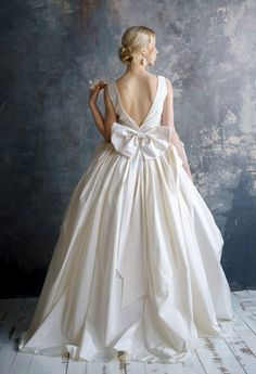 VERIDA / fashionable exclusive wedding dress with bow amazing trendy quinceanera bridal gown, low back, interesting pleats skirts brautkleid – Wedding dress fashion Wedding Dress Trends, Boho Wedding Dress, Wedding Dresses With Bows, Quinceanera Dresses, Bridal Gowns, Wedding Gowns, Bridesmaid Dresses, Prom Dresses, Plus Size Wedding