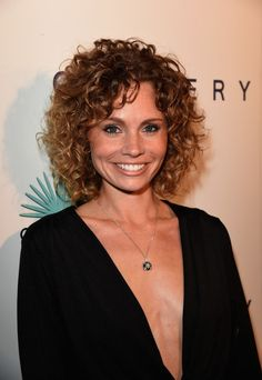 Katie Cooper at the 2014 Wildlife show. http://beautyeditor.ca/2015/10/17/best-hairstyles-medium-curly-hair
