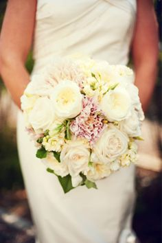 -only all creme-pale yellow garden roses Photography by Maggie Conley Photography / maggieconleyphotography.com, Event Design   Coordination by TRUE Event / trueevent.com, Floral Design by Hana Floral Design / hanafloraldesign.com #Bouquets