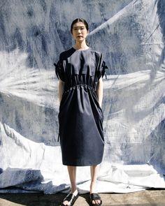 Fashion 2018, Fashion Wear, Fashion Dresses, Womens Fashion, Shabby Look, Fashion Details, Fashion Design, Muslim Fashion, Contemporary Fashion