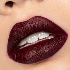 Game of Thrones Vice Lipstick Cersei Lannister, Daenerys Targaryen, Lipstick Shades, Lipstick Colors, Lip Colors, Make Up Palette, Urban Decay Uk, Urban Decay Makeup, Sansa Stark