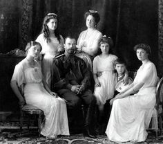 The Imperial Family in From left to right : Olga Nikolaevna Romanova, Maria Nikolaevna Romanova, Nicholas II Alexandrovich Romanov, Alexandra Feodorovna Romanova, Anastasia Nikolaevna Romanov colored by natsafan