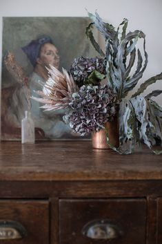 copper vase and dried flowers Artificial Floral Arrangements, Dried Flower Arrangements, Flower Vases, Flower Art, Dried Flower Wreaths, Dried Flowers, Floral Style, Floral Design, Branch Decor