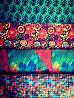 tecido, tecido estampado, estampa, tecido para decoração, almofada estampada, sofá estampado, casa colorida, pattern, estampas para decoração, tecido para decoração, arara, flores, costela de adão