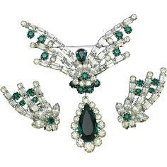 HOBE  1965 Emerald Green Rhinestone Brooch Earring SET