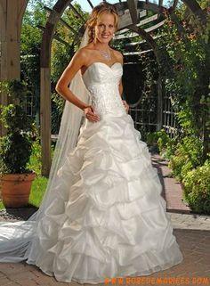 Robe princesse bustier en stin et organdi appliquée de plis et de broderies créateur robe de mariée