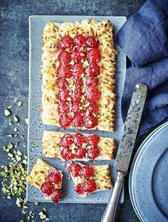 Makrontærte med hindbær og hyldeblomstgelé Jam Tarts, Marzipan, Grill Pan, Mousse, Grilling, Berries, Recipies, Bread, Is