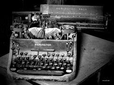 Vintage Typewriter Decor, Rustic Antique Remington, Old Typewriter…