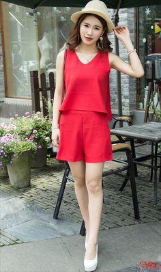 damvaydep.net - Set áo sách nát quần short màu đỏ Denim Jacket With Dress, Night Suit, Summer Shorts, Refashion, Daily Fashion, Street Style, Clothes For Women, Womens Fashion, Outfits