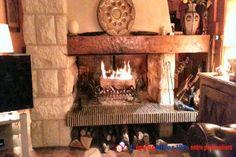 Splendide propriété de style méditerranéen. Toit terrasse. Plein centre ville, au coeur d'un jardin arboré aux multiples essences, traversé par un ruisseau avec ponts. Puits. Pressoir. Dépendance, garage 3 voitures. Belles prestations. http://www.partenaire-europeen.fr/Annonces-Immobilieres/France/Haute-Normandie/Eure/Vente-Maison-Villa-F8-BEAUMONT-LE-ROGER-818336 #maison #cheminee