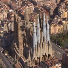 Gaudi's massive Sagrada Familia basilica in Barcelona finishes in Art Nouveau, Art Deco, Places Around The World, Around The Worlds, Antonio Gaudi, Chief Architect, Beautiful Architecture, Kirchen, Videos