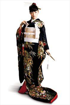 花嫁の和装コレクション スタイリッシュに黒引き振袖 - ぐるなびウエディング