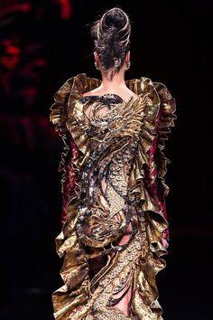 Legend of the dragon Guo Pei : robe dragon défilé