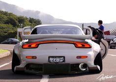 radracerblog:  Mazda Rx-7 FD Rocket Bunny