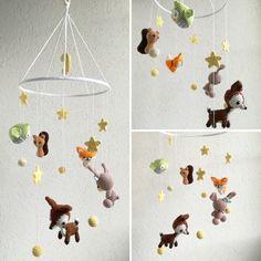 Babymobile mit Waldtieren und Sternen