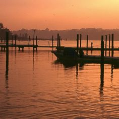 Settled in 1665, Rumson is in many ways defined by affluence. Residents cherish the quiet, small-town way of life―and the exclusivity. This well-to-do New Jersey town provides easy access to-and quiet refuge from-New York City. It's located an hour south of the City and just one skinny barrier island away from the Atlantic Ocean.