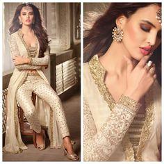 Is it available? Pakistani Fashion 2017, Pakistani Outfits, Ethiopian Traditional Dress, Traditional Dresses, Royal Dresses, Indian Dresses, Indian Wedding Outfits, Indian Outfits, Indian Attire
