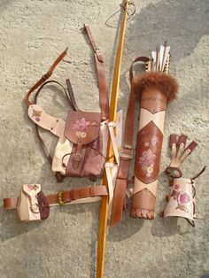Multifunctional Tooled Leather Quiver Set Holding par MadeOfLeather