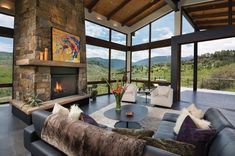 contemporary mountain home. Elegant mountain contemporary home in Colorado radiates with warmth. (Image Courtesy of Berglund Architects) Style At Home, Home Renovation Loan, Modern Mountain Home, Home Improvement Loans, Colorado Homes, Contemporary Interior Design, Contemporary Homes, Rustic Contemporary, Elegant Homes